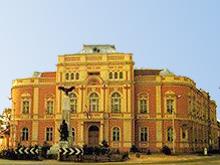 Gebäude in Mezöbereny