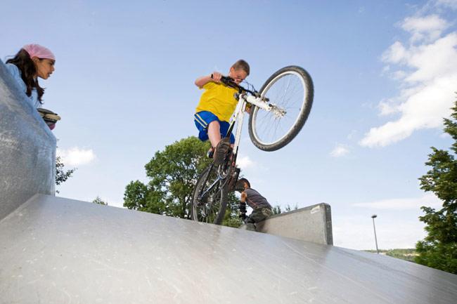 Biker auf der Skaterbahn