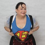 Lizzy Aumeier als Superwoman