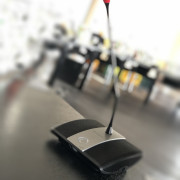 Mikrofon im Sitzungssaal
