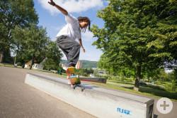 Skater mit seinem Board