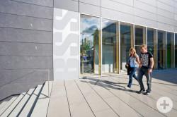 Schüler vor der Berufsschule