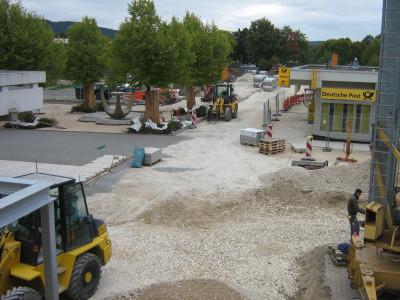 Blick von Rathaus auf Baustelle Postplatz